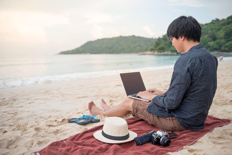 Top pet razloga zašto uvesti vize za digitalne nomade